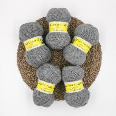 Шерстяная пряжа для вязания.